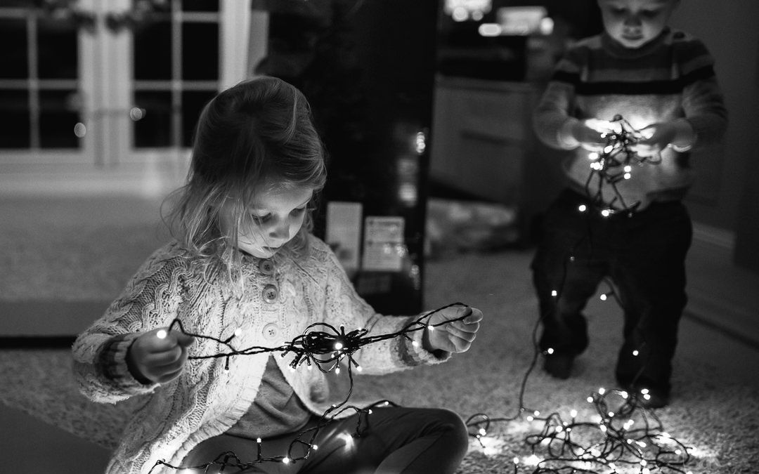 12 Family Christmas Photo Ideas You'll Love to Take